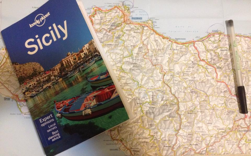 travel-tuesday-sicily-with-sally-guidebook-and-map