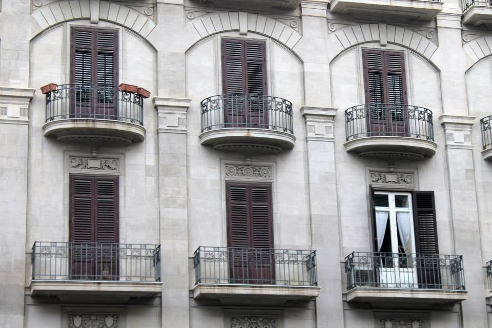 travel-tuesday-sicily-with-sally-house-shutters-front