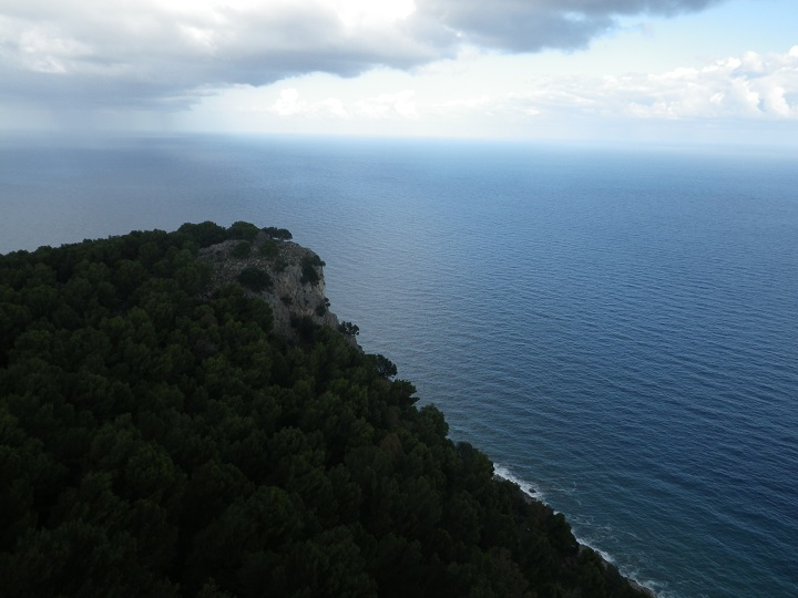 travel-tuesday-sicily-with-sally-sea-corner-cliff-trees-sky