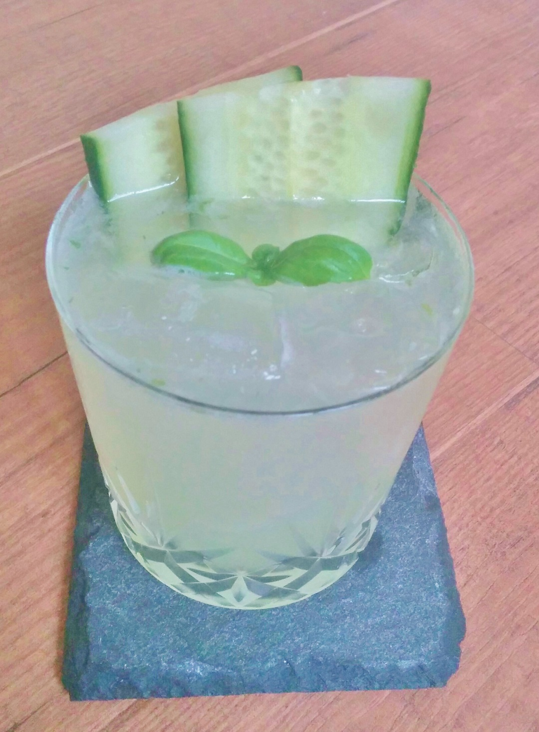 how-to-make-the-best-cocktails-recipe-gin-gimlet-cucumber